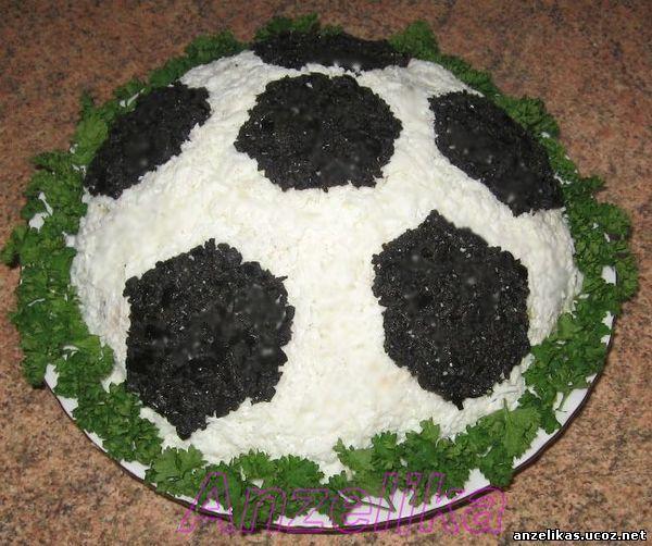 салат в виде футбольного мяча с фото